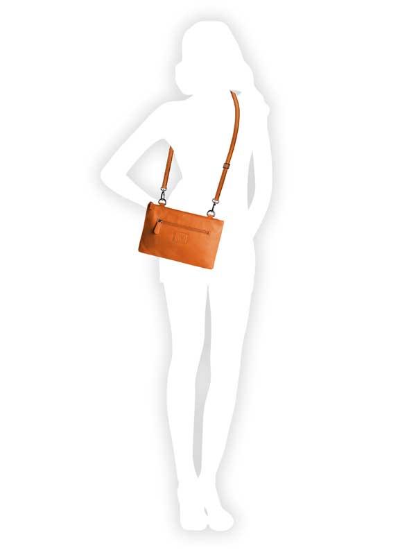 borsa a tracolla arancione indossata