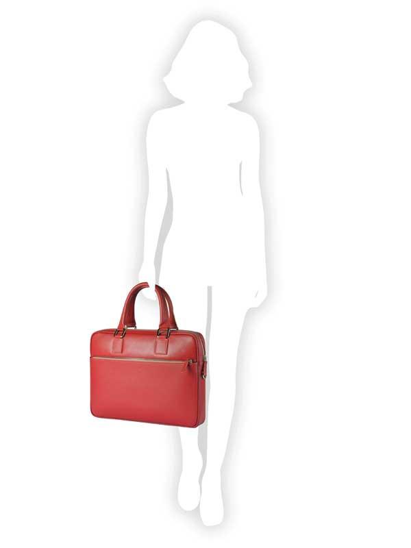 cartella rossa indossata