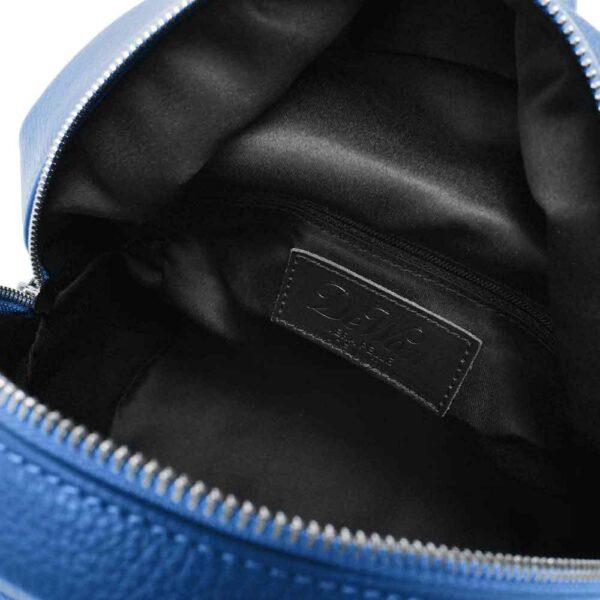 interno dello zainetto blu